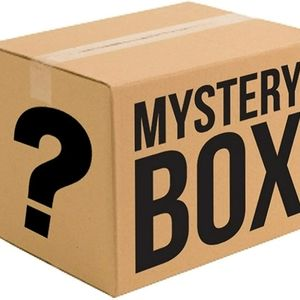 Mystery box (bags,jelewry,makeup)